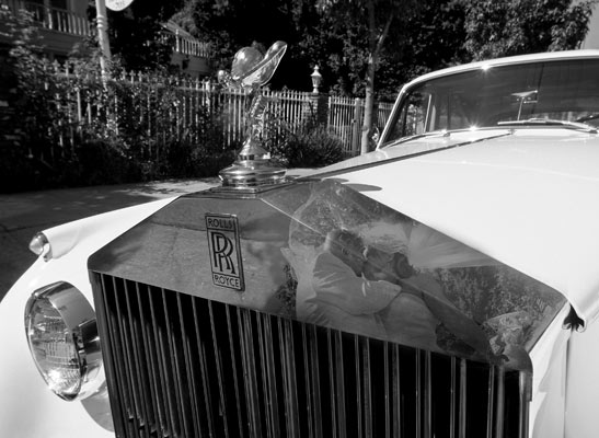 los angeles wedding rolls royce bride and groom kiss